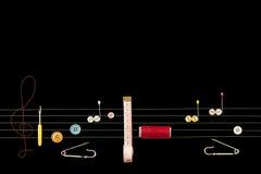 ножницы полотна холстины кнопок измеряя установили ленту поставк Стоковое Фото