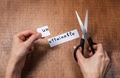 Ножницы режа отрицательный ярлык, концепцию мотивировки собственной личности Стоковое Фото