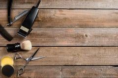 Ножницы, электрический клипер и воск стоковые фото