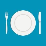 Нож и вилка около пустой плиты на белой предпосылке Плоская иллюстрация Стоковые Изображения