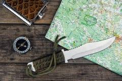 Нож и карта компаса Стоковые Фотографии RF