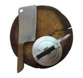 Нож и чайник на прерывая доске Стоковые Фотографии RF