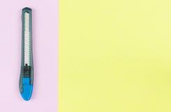 нож резца помещенный на пастельной бумаге Стоковая Фотография