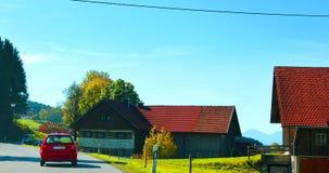 Нойшванштайн на пути к Германии, голубое небо и белые облака хорошая погода Стоковые Фотографии RF