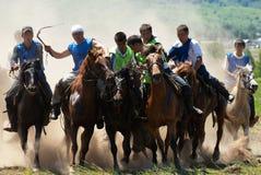 номад лошадей конкуренций kokpar традиционный Стоковые Фото