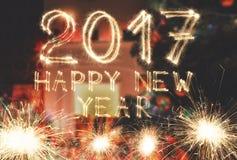 Номера бенгальского огня шрифта Нового Года на предпосылке комнаты Стоковая Фотография RF