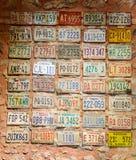 Номера лицензии старых автомобилей в музее Стоковое фото RF