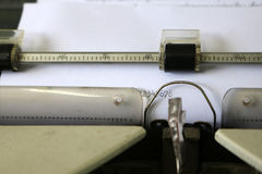 Номера на бумаге машинки стоковые фото