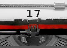 17 номеров старой машинкой на белой бумаге Стоковое Фото