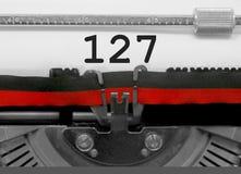 127 номеров старой машинкой на белой бумаге Стоковое Изображение