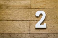 Номер два на деревянном, пол партера стоковые фото