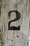 Номер два на столбе тимберса стоковые изображения rf