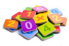 Номер математики красочный на белой предпосылке: Математика l исследования образования стоковая фотография