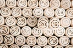 Номер 2019 на фоне деревянных бочонков lotto n стоковая фотография rf