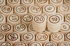 Номер 2019 на фоне деревянных бочонков lotto n стоковое изображение