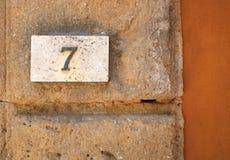 Номер дома на стене стоковая фотография rf
