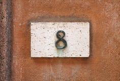 Номер дома на стене стоковое изображение