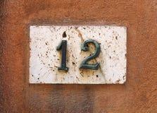 Номер дома на стене Стоковое фото RF