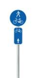 Номер трассы велосипеда, задействовать и пешеходный дорожный знак майны, большой детальный изолированный вертикальный велосипед ц стоковая фотография