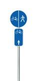 Номер трассы велосипеда, задействовать и пешеходный дорожный знак майны, большой детальный изолированный вертикальный велосипед ц стоковая фотография rf