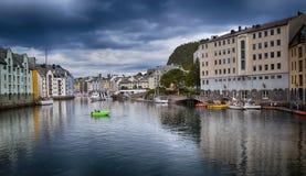 Норвегия, взгляд на городке Alesund стоковые изображения