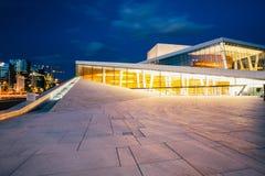 Норвегия Осло Взгляд со стороны ярко загоренного фасада оперы Стоковое Изображение