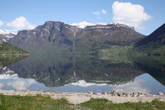 Норвежские идти снег покрытые горы Стоковые Изображения RF