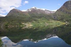 Норвежские идти снег покрытые горы Стоковое Изображение