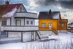 Норвежские дома снятые на островах Lofoten во время начала весны Стоковое Изображение