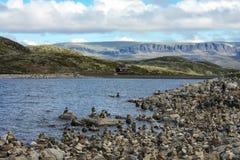 Норвежские фьорд, камни и утесы Стоковые Изображения