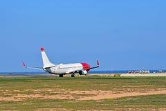 Норвежский самолет летного пассажира принимая  Стоковая Фотография