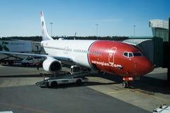 Норвежское восхождение на борт аэроплана в авиапорте Гётеборга в Швеции Стоковая Фотография