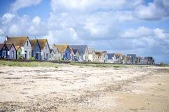 Нормандия, дюны des Gran Hameau Строка красочных домов на пляже Cotentin Нормандия Франция стоковые изображения rf