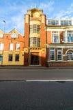 Нортгемптон, Великобритания - 10-ое сентября 2017: Взгляд утра низкого угла фасада офиса Churchs Английск Ботинок Компании Стоковая Фотография RF