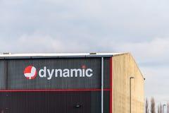 Нортгемптон Великобритания 10-ое января 2018: Динамический знак логотипа решений офиса на стене склада Стоковые Фотографии RF