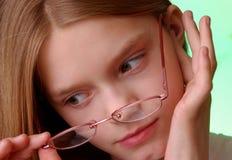 носить девушки eyeglasses Стоковое Изображение RF