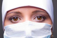 носить маски доктора стоковое изображение rf