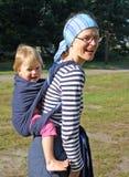 носить младенца Стоковое Изображение