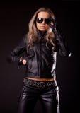 носить одежд кожаный модельный стоковое фото rf