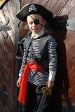 носить пирата costume мальчика Стоковые Фотографии RF
