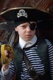 носить пирата costume мальчика Стоковая Фотография