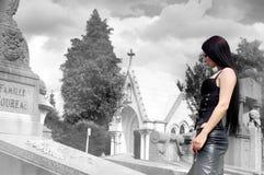 носить черной девушки с волосами длинний Стоковая Фотография