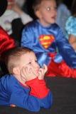 носит вектор santa ночи иллюстрации подарков claus рождества дети на костюме партии детей, масленице Нового Года Стоковые Фотографии RF