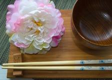 Носка таблицы с цветками стоковая фотография rf