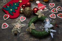 Носок и шарики рождества для дерева с орнаментами для дерева Стоковое фото RF