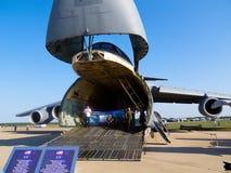 Нос галактики Lockheed C-5 поднятый для нагружать Стоковая Фотография RF
