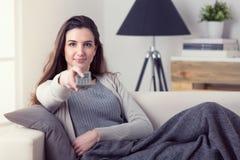 Нос женщины чихая с тканью Стоковое фото RF