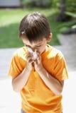 Нос мальчика дуя стоковая фотография rf