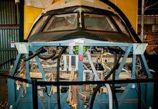 Нос самолета, который подвергли действию для того чтобы показать проводку и сложность частей стоковое изображение