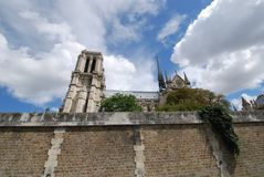 Нотр-Дам de Париж, небо, облако, здание, историческое место Стоковое фото RF